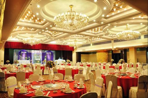 Merry Hotel Shanghai (Former Rendezvous Merry Hotel Shanghai), Шанхай
