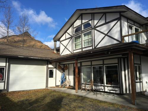 Eider House Customer Reviews 782 Sargent Creek Road Map Hotel Within 30 Kms Of Primera Iglesia Bautista De Kodiak Ak