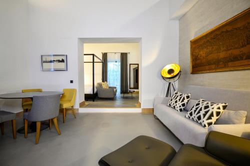 Suite Junior con terraza Legado Alcazar 9