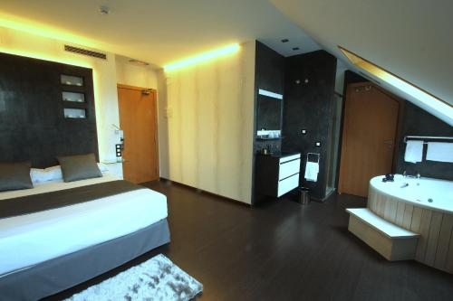 Superior Double or Twin Room with Hot Tub Hotel De Martin 3