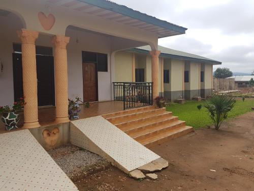 Nana Boama Hotel, Yamfu