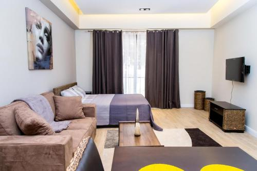 Studio Plus , Cantonments