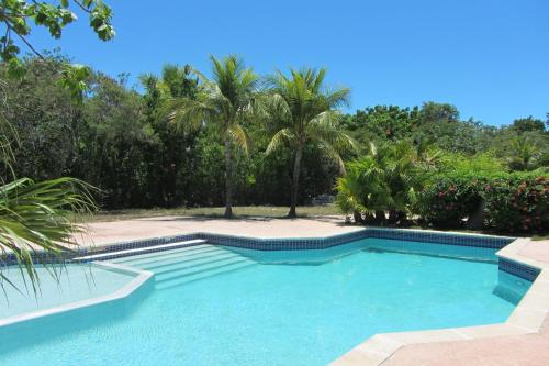 Affordable Adorable Cottage in Grace Bay with Pool, Grace Bay
