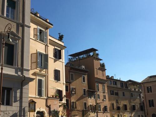 A locanda ai bozzi appartamento roma italia - Finestra su trastevere ...