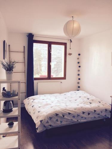 chambre cosy chez l 39 habitant challes les eaux savoie. Black Bedroom Furniture Sets. Home Design Ideas