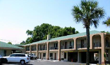 Photo of Americas Best Value Inn Hotel Bed and Breakfast Accommodation in Savannah Georgia