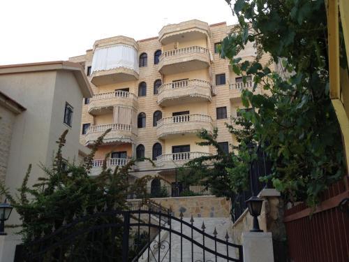 Wonderful Apartment, Rujūm