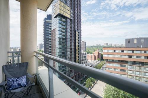 Yorkville Penthouse Studio (Yonge & Bloor) Photo 9