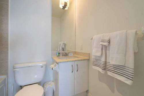 Yorkville Fantasy @ Yonge & Bloor (2BR, 2BT + Parking) Photo 7