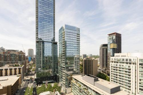 Yorkville Fantasy @ Yonge & Bloor (2BR, 2BT + Parking) Photo 2