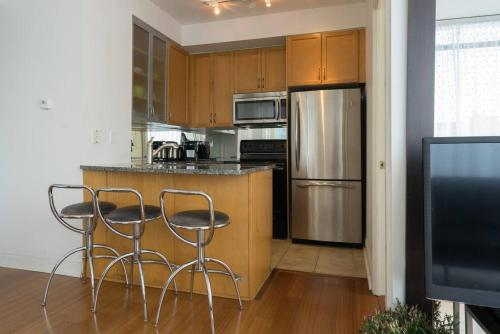 Yorkville Fantasy @ Yonge & Bloor (2BR, 2BT + Parking) Photo 3