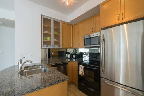 Yorkville Fantasy @ Yonge & Bloor (2BR, 2BT + Parking) Photo 10