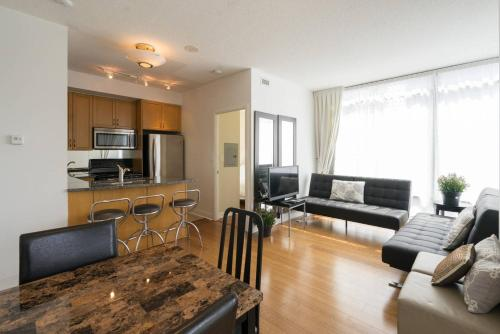 Yorkville Fantasy @ Yonge & Bloor (2BR, 2BT + Parking) Photo 12