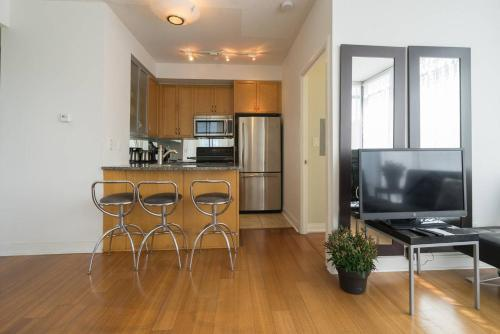 Yorkville Fantasy @ Yonge & Bloor (2BR, 2BT + Parking) Photo 15