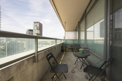 Yorkville Fantasy @ Yonge & Bloor (2BR, 2BT + Parking) Photo 16