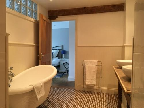 Double Room with Private Bathroom Stoneleigh Barn Bed and Breakfast