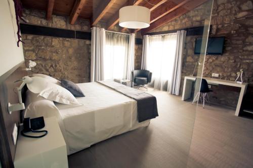 Superior Double or Twin Room Hotel Restaurante Masía la Torre 7