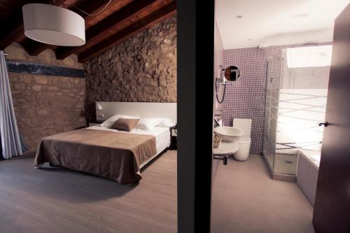 Superior Double or Twin Room Hotel Restaurante Masía la Torre 4