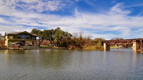 Gorgeous Lake LBJ Views from Quiet Cove