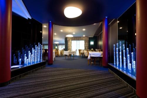H tel restaurant la fayette h tel rue cerf 88000 pinal for Centre claude robillard piscine horaire