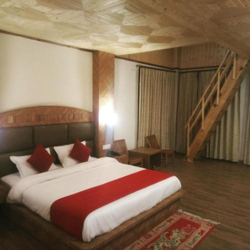 The Red Apple Manali India Manali RentByOwnercom Rentals - Red apple bedroom furniture