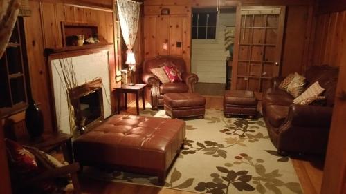 Historic Smarthouse - Charming, Comfy King