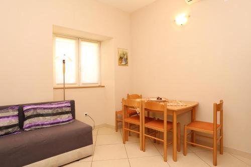 Apartment Split 10247a