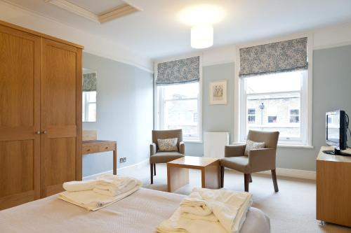 Best price on blueprint living apartments doughty street in london double studio malvernweather Choice Image