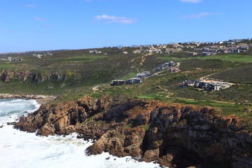 Pinnacle Point Beach and Golf Estate