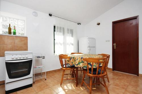 Apartment Uvala Zavala 5717b