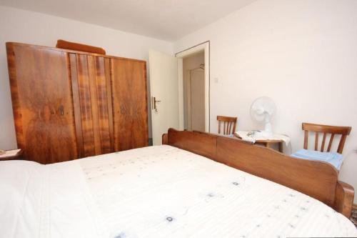 Apartment Vis 2477b