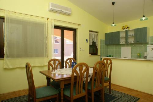 Apartment Novalja 4128a