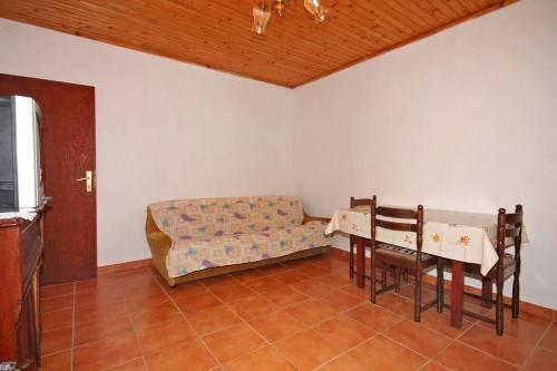 Apartment Metajna 6351b