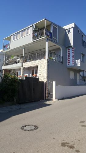 Zwei Schlafzimmer Apartment mit Terrasse (Two-Bedroom Apartment with Terrace)