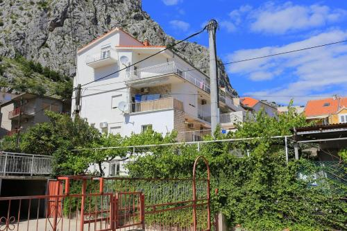 Apartment Omis 2738b