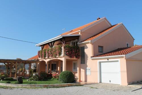 Apartments Milivoj Custic