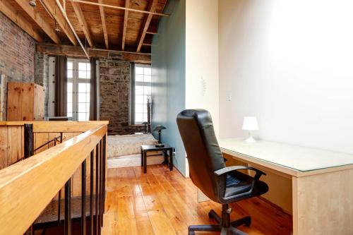 2-Story Loft on rue Saint-Pierre