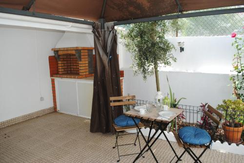 Linda a Velha Apartment with private backyard