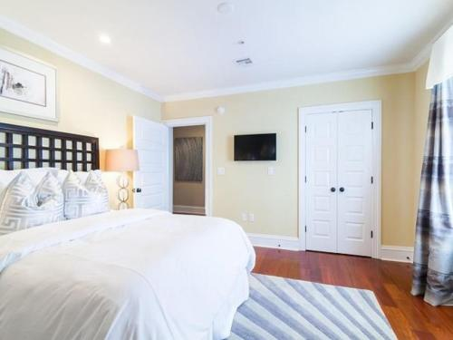 One-Bedroom Suite #201