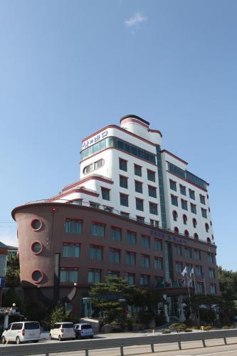 Benikea Hotel Mountain & Ocean Daepohang, 束草市