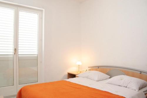 Apartment Zavalatica 4461a