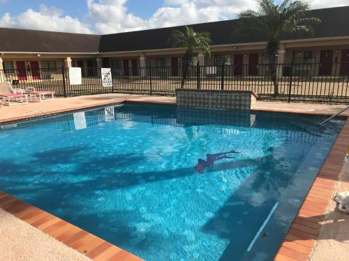 Los Fresnos Inn and Suites