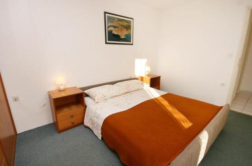 Apartment Njivice 2391a