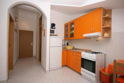 Apartment Arbanija 4646a
