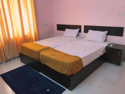 Orange Bay (Sunflower) Home Stay