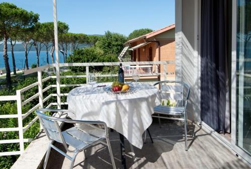 Awesome Terrazza Sul Lago Trevignano Images - Idee Arredamento Casa ...