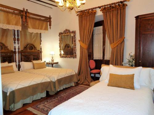 Habitación Doble con cama supletoria  Boutique Hotel Nueve Leyendas 3