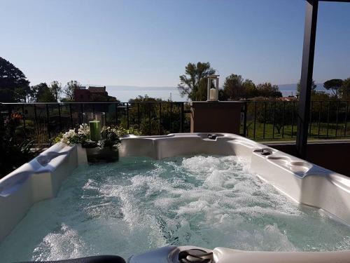 Stunning Terrazza Sul Lago Trevignano Images - Idee Arredamento Casa ...