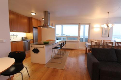 Elegant Apartment with View, Kópavogur