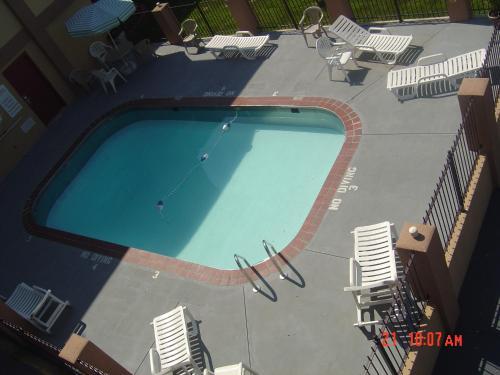 Days Inn & Suites Springfield On Interstate 44
